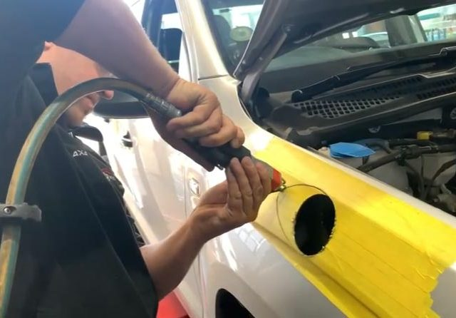 Volkswagen-Amarok-Stainless-Snorkel-installation