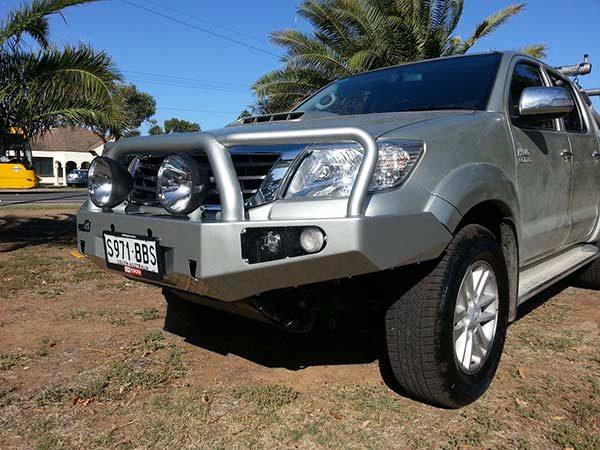 Toyota-Hilux-'05–'15-Bull-bar2