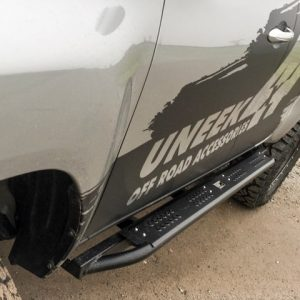 Hilux_rock_sliders_Uneek_4x4